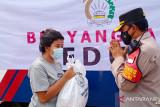 Ditlantas Polda Metro Jaya bagikan paket sembako jelang HUT Korlantas