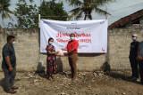 Telkom Witel Lampung bagikan daging kurban kepada masyarakat Jati Agung