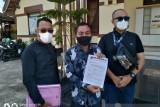 Kuasa hukum keluarga Erman Safar memberikan laporan pengaduan ke Polres Bukittinggi