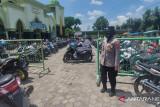 Sejumlah Polwan Polres Agam amankan masjid saat Shalat Jumat cegah Curanmor
