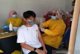 Dinas P3APPKB Sultra vaksinasi puluhan anak di Hari Anak Nasional