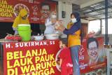 Fraksi PKB se-Jateng borong lauk di warung desa dan bagikan kepada warga