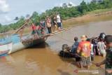 Mobil travel terjun ke Sungai Barito