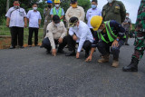 Kabupaten Muba serap empat ton karet petani  untuk bangun jalan 1,9 km