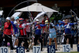 Pemanah Indonesia Diananda Choirunisa (kiri) melepaskan anak panah dalam kualifikasi perorangan putri Olimpiade Tokyo 2020 di Yumenoshima Park Archery Field, Tokyo, Jepang, Jumat (23/7/2021). Diananda menempati posisi ke-40 dengan total poin 631. ANTARA FOTO/Sigid Kurniawan/nym.