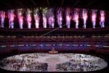 Parade kembang api memeriahkan pembukaan Olimpiade Tokyo 2020 di Stadion Nasional,Tokyo, Jepang, Jumat (23/7/2021). ANTARA FOTO/Sigid Kurniawan/nym.