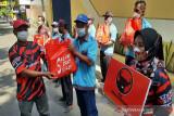PDIP Jebres Solo bagikan 500 paket sembako kepada  warga