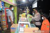 Patroli PPKM, Polres Barsel berikan tali asih kepada sejumlah pedagang