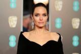 Angelina Jolie bagikan sebuah unggahan foto surat dari gadis Afghanistan