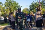 Panglima TNI sambangi pasien COVID-19 di tempat isolasi Semarang