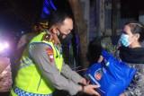 Lakukan patroli skala besar, Wakapolda NTB bagikan paket sembako