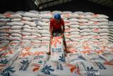 Baubau salurkan 91 ton beras kepada penerima selama PPKM