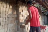 Penjualan batu bata tetap laris di Agam dan tak terganggu saat pandemi COVID-19