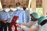 Bupati Bantul meninjau vaksinasi COVID-19 bagi pelaku UMKM dan koperasi