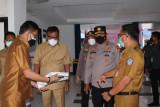 Kapolda Sulut dampingi Gubernur tinjau RS Darurat COVID-19 di Bitung