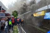 Kebakaran hanguskan dapur rumah makan dan gudang pertokoan di Sampit