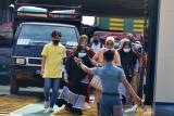 PENGETATAN PPKM UPAYA CEGAH PENINGKATAN COVID-19. Satgas Covid-19 memeriksa kelengkapan surat perjalanan penumpang kapal sebagai syarat berpergian pada masa Pemberlakukan Pembatasan Kegiatan Masyarakat (PPKM) di  pelabuhan penyeberangan Ulee Lheue, Banda Aceh, Senin (10/7/2021).