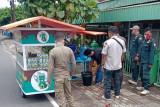 Satpol PP dan Damkar Pariaman tertibkan PKL yang pakai fasilitas umum