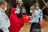 Kemenkumham beri sembako ke 767 warga terdampak COVID-19 di Sulawesi Tenggara