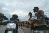 Polisi-mahasiswa di Kendari turun ke jalan ajak warga disiplin prokes