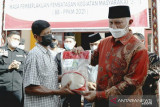 Bagi warga Agam terdampak PPKM, pada bantuan ini dari Bulog Bukittinggi