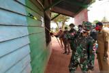 Satgas TNI Yonif 611 lakukan penyemprotan disinfektan di perbatasan