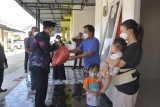 Wali Kota Metro berikan bantuan kepada pasien isoman