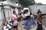 Satu tewas, tabrakan sepeda motor vs truk boks di jalan raya Batukliang