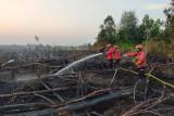 PT Rimba Hutani Mas kerahkan helikopter pembom air atasi karhutla di Desa Muara Medak
