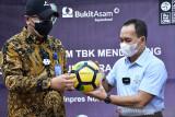 Bukit Asam sumbang 488 bola kaki dorong kemajuan olahraga Sumsel