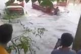 Air sungai meluap hambat arus lalu lintas poros Kabupaten Bone-Sinjai