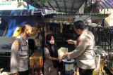 Polda Sumbar salurkan bantuan 1,5 ton beras pada masyarakat terdampak COVID-19
