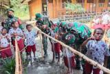 Saat Satgas TNI mengajarkan pola hidup sehat untuk anak perbatasan