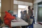 Antisipasi COVID-19, Anggota Polres Loteng dicek kesehatannya