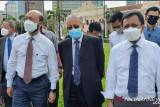 Tokoh oposisi Malaysia berkumpul di Dataran Merdeka karena dihalangi ke gedung parlemen
