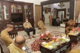 Wakil Bupati Pringsewu gelar rapat penanganan limbah masyarakat jalani isolasi mandiri