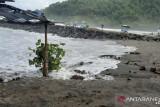 Warga Kebumen diminta waspadai gelombang tinggi di tepi Pantai Sawuk