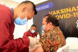 Pegawai perbankan di Kota Kupang jalani vaksinasi dosis kedua