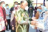 Bupati Lampung Selatan bagikan BST dan beras PPKM