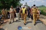 Bupati Lampung Tengah tinjau hasil pekerjaan perbaikan jalan di Seputih Agung