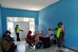 TNI di Mappi bersama puskesmas Senggo disiplinkan prokes penumpang pesawat