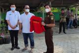 Wakil Bupati Lampung Tengah dihukum bersihkan masjid akibat langgar prokes
