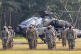 Tentara Amerika (US Army) mengikuti pembukaan Latihan Bersama Garuda Shield ke 15/2021 di Pusat Latihan Tempur (Puslatpur) TNI AD di Baturaja, OKU, Sumatera Selatan, Rabu (4/8/2021). Latihan bersama yang digelar di tiga daerah yaitu Baturaja, OKU, Sumsel, Makalisung, Minahasa Utara, Sulut dan Amborawang, Kukar, Kalimantan Timur tersebut merupakan yang terbesar dalam sejarah kerja sama militer Angkatan Darat kedua negara dengan melibatkan 2.246 personel TNI AD dan 2.282 personel US Army. ANTARA FOTO/Nova Wahyudi/nym.