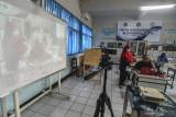 Melanggar aturan PPKM, Satpol PP Jaktim segel dua sekolah selama pandemi COVID-19