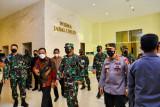 Panglima TNI dan Kapolri serahkan oksigen konsentrator dari Presiden kepada Sulsel