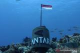Angin kencang tak surutkan pemasangan Tugu ANTARA di dasar laut Natuna, Kepri