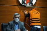 KPK menahan tersangka kasus suap  pengesahan RAPBD Jambi