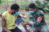Satgas TNI berikan pengobatan warga di perbatasan RI-PNG