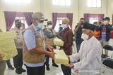 Bupati Siak bagikan masker ke tempat ibadah dan pasar di Bungaraya