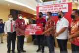 Wawali Manado terima 25 ribu masker dari FJIK untuk pedagang